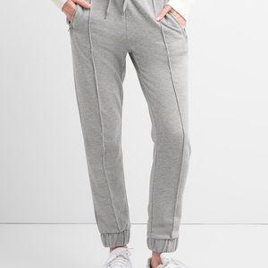 Gap medium pleated sweat pants
